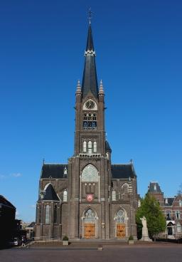 Heilige Deur Schiedam in trek bij parochiegroepen